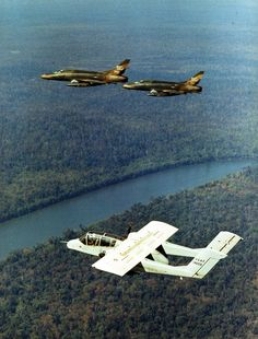 STRANGE MILITARY AIRCRAFT - BOEING OV-10 BRONCO - UNIQUE VIETNAM ERA TURBO PROP - ESCORTED BY 2 HIGH POWERED JETS