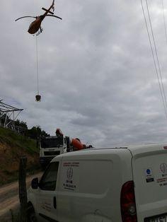 Trabajos de hormigonado con helicóptero, en cimentaciones de torres eléctricas con díficil acceso.  Actualmente LACOTEC se encuentra realizado el control de calidad en dos líneas eléctricas que precisan de estos medios; en la zona de Onís y Cabrales (Asturias) y en la zona de San Emiliano (León).