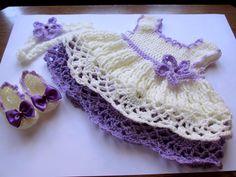 He encontrado este interesante anuncio de Etsy en https://www.etsy.com/es/listing/193534244/crochet-baby-dress-shoes-headband-set
