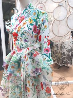 Blog Modern Hanbok, Korean Wave, Types Of Dresses, Simple Lines, Korean Outfits, Traditional Outfits, Contemporary Clothing, Bling Bling, Womens Fashion