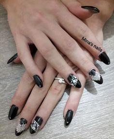Anna's black nails amazing
