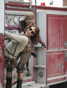 The Walking Dead Season 5 Behind-the-Scenes Photos - Lauren Cohan (Maggie Greene) and Christian Serratos (Rosita Espinosa) in Episode 5