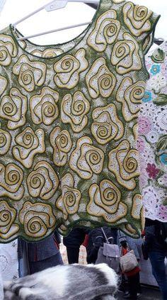 simonetta mulas's media content and analytics Freeform Crochet, Crochet Motif, Crochet Flowers, Crochet Patterns, Crochet Collar, Crochet Shirt, Crochet Cardigan, Crochet Home, Irish Crochet