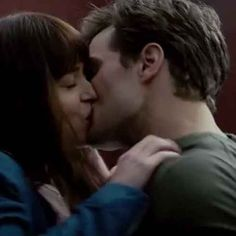 """Here's Why You Should See """"Secretary"""" Before """"Fifty Shades Of Grey"""""""