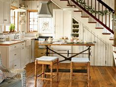 How to design a cozy cottage-style interior: coastal cottage kitchen with wood plank walls, vintage-style details, built-ins and wood floors Cottage Design, Kitchen Design Small, Country Cottage Kitchen, Sweet Home, Kitchen Inspirations, House, Kitchen Interior, Interior Design Kitchen, Cottage Style Interiors
