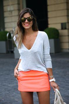 trendy_taste-look-outfit-street_style-ootd-blog-blogger-fashion_spain-moda_españa-primavera-orange-fluo-naranja_fluor_falda-sandalias_plata-silver_sandals-asos-basic_sweater-nine_west-7