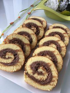 Vejce vyšleháme s cukrem do pěny a opatrně vmícháme mouku. Dáme na plech vyložený papírem, upečeme při 180° C. Papír opatrně stáhneme, a ještě... Muffin, Bread, Cooking, Breakfast, Food, Kitchen, Morning Coffee, Brot, Essen