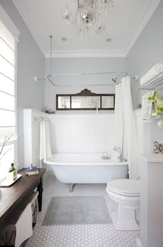 Are You Doing Bathroom Renovation? Try These 3 Farmhouse Bathroom Ideas When you find many problems in your bathroom, it is the time for a bathroom renovation. A farmhouse bathroom style might be a great idea to start with. Bathroom Tub Shower, Tiny House Bathroom, Bathroom Small, Bath Tub, Neutral Bathroom, Gold Bathroom, Modern Bathroom, Small Bathtub, Bathroom Faucets