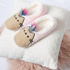 Get ready for the cool weather with these Pusheenicorn slippers from @Primark! via @primark #pusheen #pusheenslippers #primark