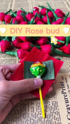 Paper Flowers Craft, Paper Crafts Origami, Diy Flowers, Diy Crafts Hacks, Diy Crafts For Gifts, Fun Crafts, Candy Bouquet Diy, Candy Crafts, Valentines Diy