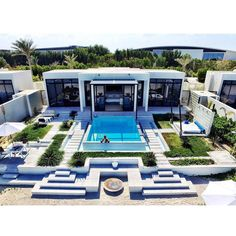 Fun Reasons To Own Luxury Swimming Pools – Pool Landscape Ideas Chalet Design, Modern Villa Design, Luxury Swimming Pools, Dream Mansion, Luxury Homes Dream Houses, Dream Homes, Modern Mansion, Mansions Homes, Exterior Design