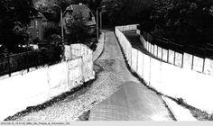 a2066 Tief im Südwesten, der Mauerstreifen an der DDR-Exklave Klein-Glienicke auf West-Berliner Gebiet: An der engsten Stelle betrug der Abstand von Mauer zu Mauer gerade einmal 15 Meter
