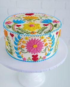 Buttercream embroidery inspired by Spring 🧡🌼🌿🦋🌸❤️ - Cake Decorating Writing Ideen Fancy Cakes, Cute Cakes, Pretty Cakes, Pink Cakes, Gorgeous Cakes, Amazing Cakes, Spring Cake, Piece Of Cakes, Love Cake