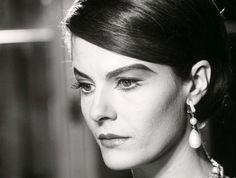 """Delphine Seyrig - """"L'année dernière à Marienbad"""" (1961) - Costume designer : Coco Chanel"""
