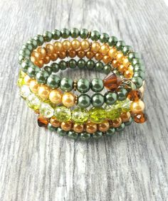 Multi strand, beaded green and champagne pearl memory wire bracelet de la boutique DzChic4Less sur Etsy