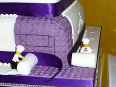 LEGO birthday cake by Jonathan Menet. Maybe OOAK or maybe a fake, but for sure beautiful!