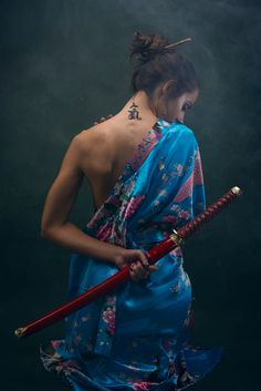 Geisha katana by albertocama Japanese Warrior, Japanese Girl, Samurai Photography, Ronin Samurai, Katana Girl, Samurai Artwork, Japanese Dragon Tattoos, Martial Arts Women, Shadow Warrior