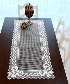 Crochet Tablecloth, Crochet Doilies, Crochet Table Runner, Made A Mano, Knitting Terms, Bruges Lace, Photo Wallpaper, Projects To Try, Table Runners