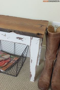 Free and easy DIY plans for a small entry bench with farmhouse finish. No woodworking experience required. Small Entry Bench, Entry Bench Diy, Diy Bench, Shoe Bench, Entryway Furniture, Entryway Decor, Diy Furniture, Entryway Ideas, Farmhouse Furniture