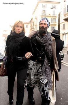 metrosexual men street style turban beard Men Street, Street Beat, Stylish Couple, Aging Gracefully, Scarf Styles, Bearded Men, Menswear, Beards, Street Style