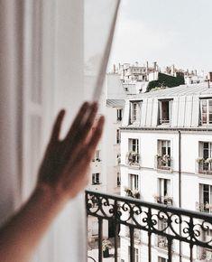 Coucou Paris 👋🏻Photo: via Oh The Places You'll Go, Places To Travel, Travel Destinations, Desert Days, Paris By Night, Villefranche Sur Mer, Little Paris, Photo Grid, Reisen In Europa