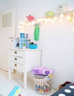 this could be a cool way to add reading / night light to a girls room - add a shelf above the bed & then hang fairy lights from it. Also great for storing books Cool Kids Bedrooms, Kids Rooms, Childrens Rooms, Girls Bedroom, Ruby Room, Casa Kids, Ideas Habitaciones, Kids Room Organization, Kids Decor