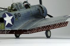 Another Navy bird. This time the Trumpeter 1/32 Dauntless by Tomás de la Fuente. Tomás is one of those few modellers with the capacity of m...