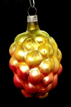 c1945 CZECH? GOLD & PINK LUSTER GRAPE CLUSTER GLASS XMAS TREE ORNAMENT | eBay! #vintage #christmas #ornaments #ebay Xmas Tree, Christmas Tree Ornaments, Feather Tree, Mercury Glass, Christmas Balls, Tree Decorations, Luster, Vintage Christmas, Holiday Decor