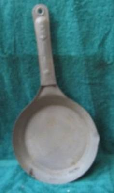 "VINTAGE STAR 40 ""COLD HANDLE"" METAL OPEN FIRE SKILLET"