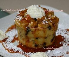 Breakfast Bread Pudding recipe from ifood. Many people don't know that French Toast and Bread Pudding are essentially the same thing – stale bread sa French Toast Bread Pudding, Raisin Bread Pudding, Breakfast Bread Puddings, Baked French Toast Casserole, Cinnamon Raisin Bread, French Toast Bake, Köstliche Desserts, Delicious Desserts, Dessert Recipes