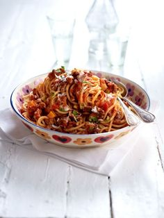 Spaghetti Bolognese: Original recipe from Bologna, very tasty, have taken more tomato paste and herbal salt to taste. A little more garlic. The post Spaghetti Bolognese: The original recipe appeared first on Woman Casual. Noodle Recipes, Pasta Recipes, Beef Recipes, Pasta Sauces, Recipe Pasta, Dinner Recipes, Best Italian Recipes, Unique Recipes, Ethnic Recipes