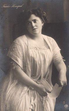 Frieda Hempel as Violetta