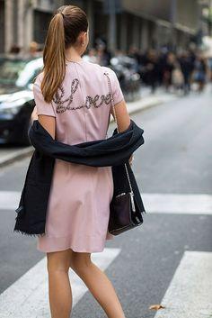 As mensagens em uma jaqueta e bolsas que são mais do que uma declaração de intenções.