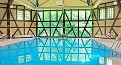 Piękny basen w dawnej ujeżdżalni Zamku Kliczków Spa