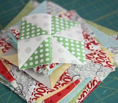 Pinwheel tutorial with different sizes - tutorial from Cluck Cluck Sew Quilting For Beginners, Quilting Tips, Quilting Tutorials, Quilting Projects, Sewing Projects, Patchwork Quilting, Sewing Ideas, Hand Quilting, Sewing Tips