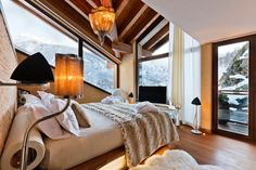 Chalet Zermatt Peak is a luxury 6 star catered boutique chalet in Switzerland. Chalet Zermatt Peak is a an idyllic mountain luxury resort with uninterrupte Chalet Design, Chalet Style, House Design, Chalet Zermatt, Alpine Chalet, Ski Chalet, Alpine Hotel, Decoration Bedroom, Home Decoration
