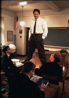 """... Sono salito sulla cattedra per ricordare a me stesso che dobbiamo sempre guardare le cose da angolazioni diverse. E il mondo appare diverso da quassù ...  da """"L'attimo fuggente"""" Un film di Peter Weir con Robin Williams, Ethan Hawke, Norman Lloyd, Robert Sean Leonard (1989)"""