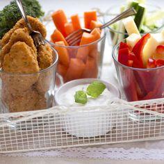 Nuggetit ja kasvikset tzatziki-dipillä! http://www.kariniemen.fi/reseptit/resepti/nuggetit-ja-kasvikset-tzatziki-dipilla/