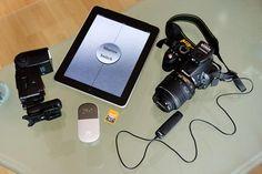 Ihr habt das vielleicht selbst auf Hochzeiten oder ähnlichen Veranstaltungen gesehen: Fotografen stellen stellen dort teilweise einen Mix aus mobilem Fotostudio und Passbildautomat auf – sogenannte Photobooths, in die eine Kamera, ein (meist) Windows-PC und ein Drucker eingebaut sind. Die Gäste können sich dann mittels eines Fußschalters alleine oder in Gruppen selbst fotografieren und der […]