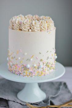 Weißer Kuchen mit Vanille-Buttercreme – Backen mit Blondie White cake with vanilla buttercream – baking with blondie bake cream Pretty Cakes, Cute Cakes, Beautiful Cakes, Amazing Cakes, White Cake Mixes, Cake Board, Drip Cakes, Savoury Cake, Vanilla Cake