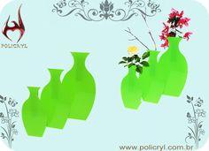 Vasos feitos em acrílico verde.  Vases done in green acrylic.