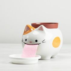 Adorable Ceramic Creatures Water Your Plants for You Do you always forget to water your plants? With the help of Giant Peropon Planters, it'll never happen again. The ceramic creatures—dogs or. Cat Gifts, Cat Lover Gifts, Cat Lovers, Crazy Cat Lady, Crazy Cats, I Love Cats, Cool Cats, Gato Animal, Art Et Design