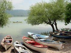 ulubat-see, provinz bursa, türkei Photography Tags, Adventure Photography, People Photography, Turkey Art, Boating Holidays, Boat Art, Old Boats, Nature Adventure, Beautiful Places In The World
