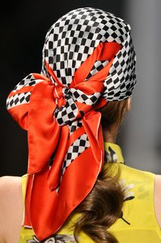whatchathinkaboutthat: ffw.com.br Turbans, Headscarves, Andrea Marques, Hair Wrap Scarf, Head Scarf Styles, Turban Style, Plaid Fashion, How To Wear Scarves, Facon