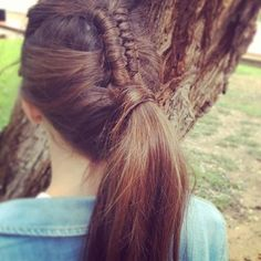 braided into ponytail #PonytailHairstyles