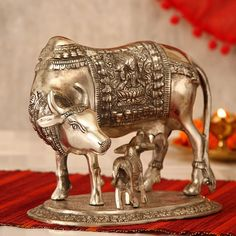 Divine Idol of Cow with Baby Calf Estilo Thai, Jewelry Design Earrings, Jewellery, Naming Ceremony Decoration, Temple Design For Home, Silver Pooja Items, Wood Bed Design, Pooja Room Door Design, Brass Statues