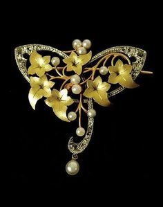Art Nouveau Rose-Cut Diamond, Pearl Gold and Platinum Ivy Brooch. France 1900-1910.