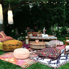 28 Absolutely dreamy Bohemian garden design ideas Cozy outdoor space with Boho inspired decorations and whimsical touches. Throws and toss pillows helps to create an inviting oasis to spend time enjoying the great outdoors. (via fleamarketfab) Outdoor Spaces, Outdoor Living, Outdoor Decor, Outdoor Lounge, Boho Lounge, Outdoor Seating, Party Outdoor, Outdoor Life, Rooftop Party