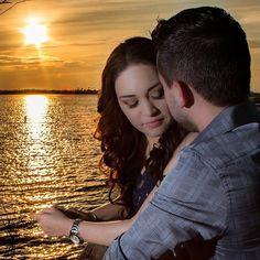 Session casual Alicia & Jorge  #wedding #boda #weddingfashion #weddingstyle  #weddingparty #weddingprep #weddingdress #weddingphotography #weddinginspiration #weddingplanner #engagementring #ring #brides #novias #novios #couple #parejas #sunset #atardecer #canon #romantic