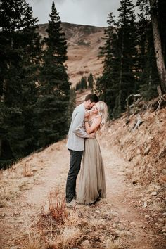 Engagement photo outfits fall - Josh and Danyelle – Engagement photo outfits fall Dresses For Engagement Pictures, Fall Engagement Outfits, Engagement Photo Dress, Country Engagement Pictures, Mountain Engagement Photos, Engagement Photo Inspiration, Engagement Photography, Engagement Session, Winter Engagement